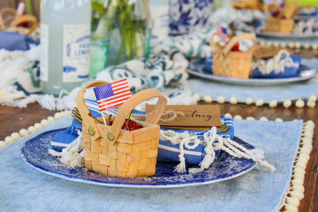 table setting july 4